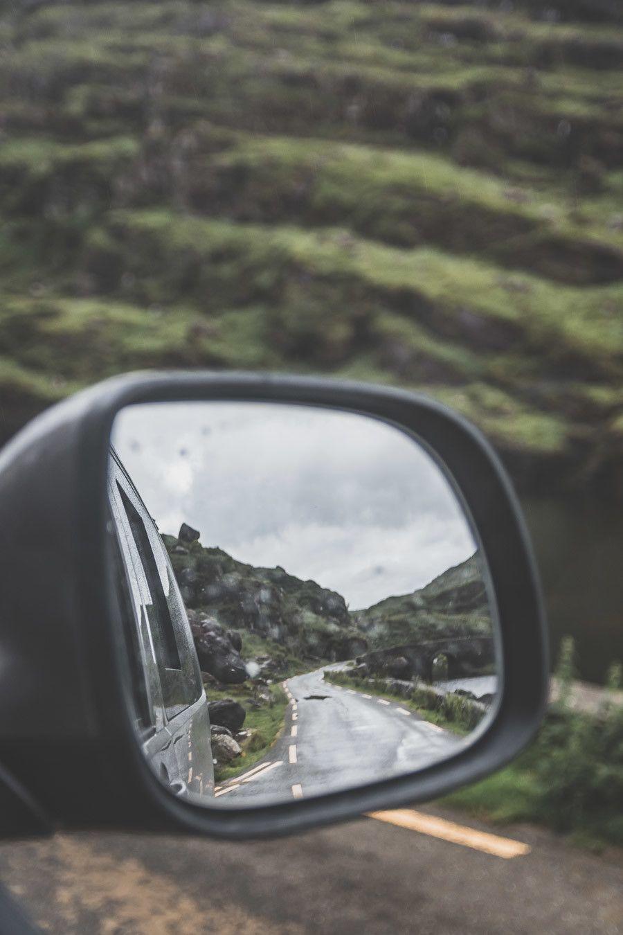 Toujours regarder dans son retro lors d'un road trip