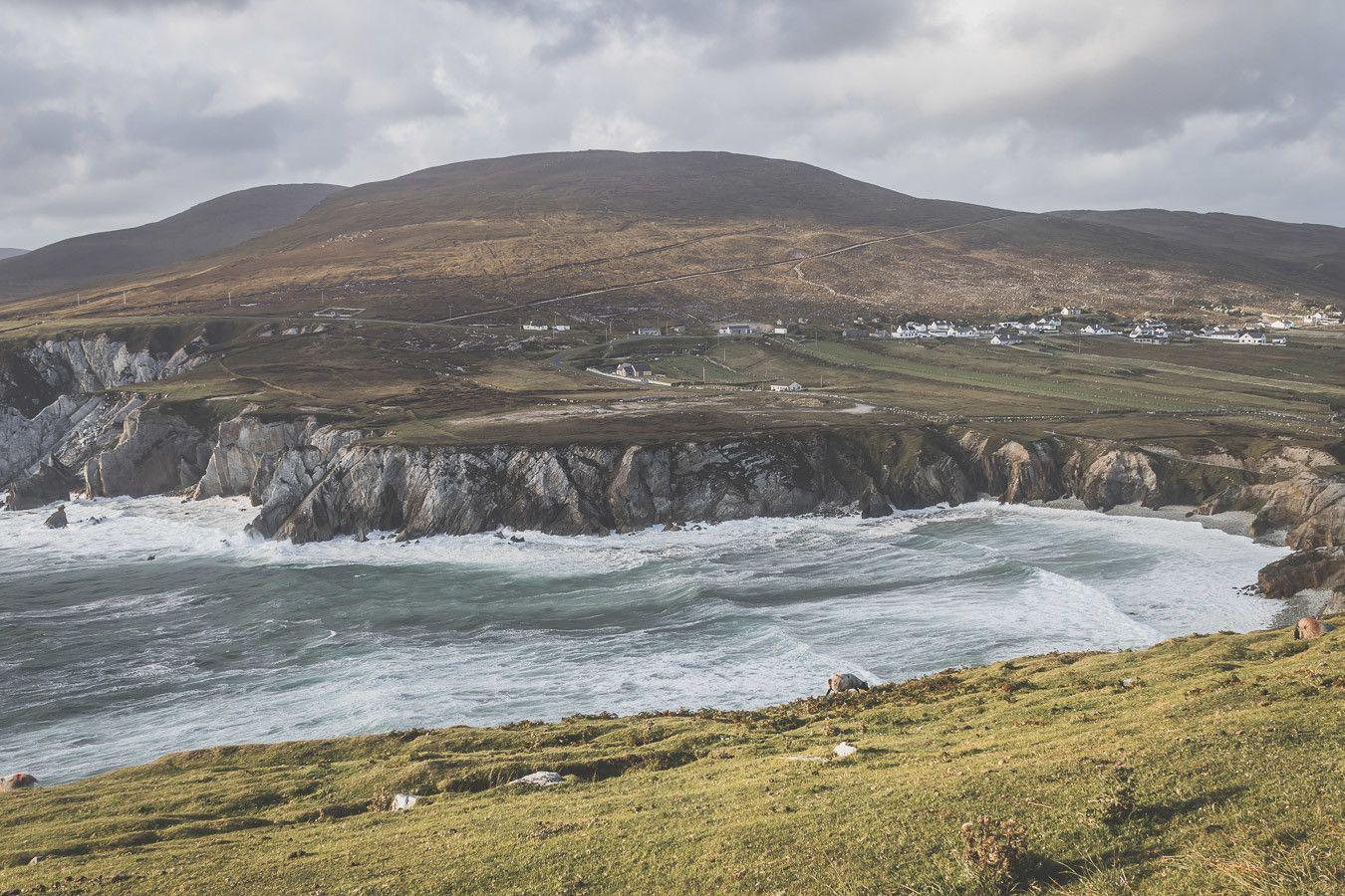 Magnifiques falaises irlandaises sur l'île d'Achill Island