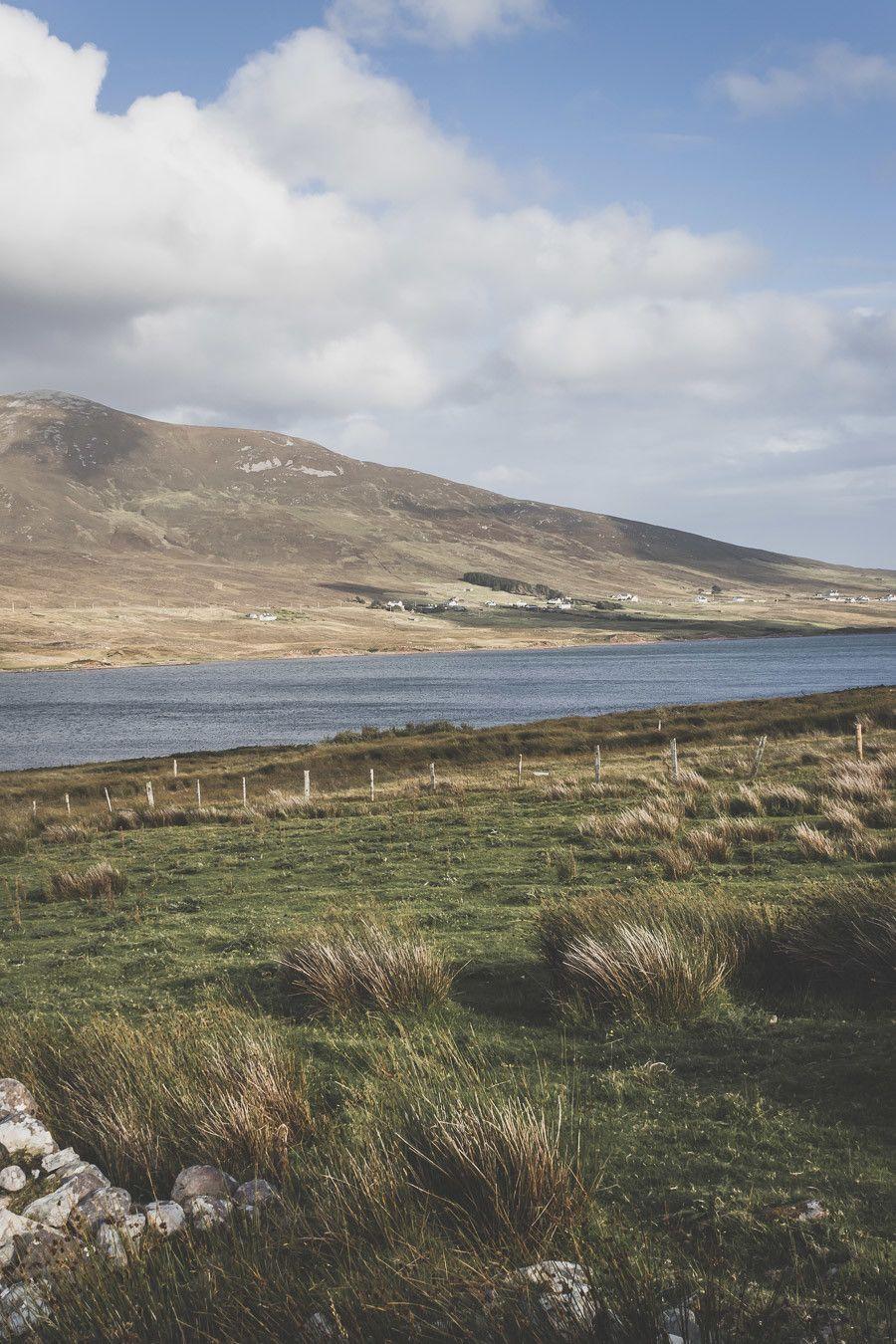 Vue depuis l'Atlantic Drive en Irlande