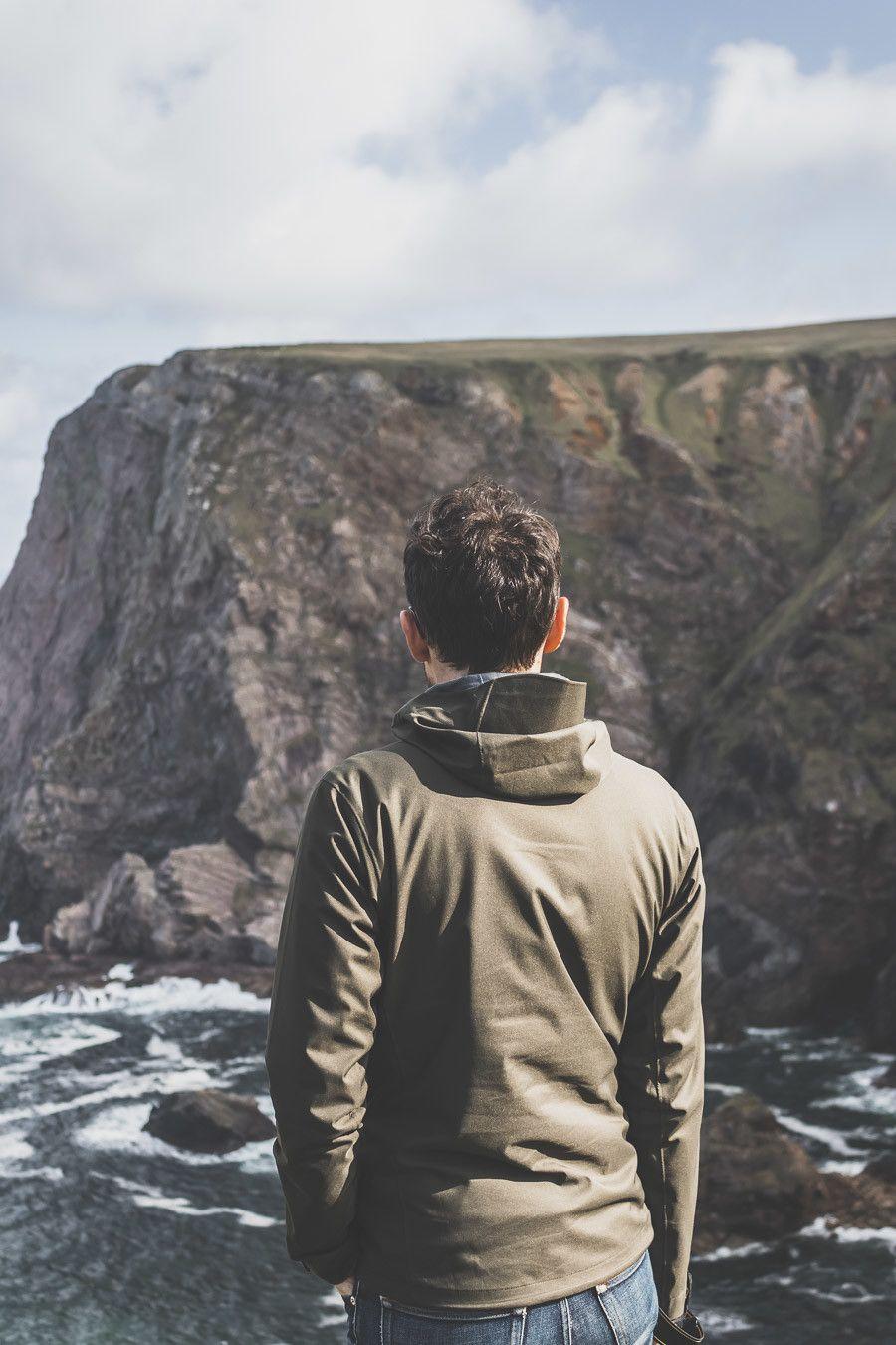 Vue sur les falaises de Benwee dans le comté de Mayo en Irlande