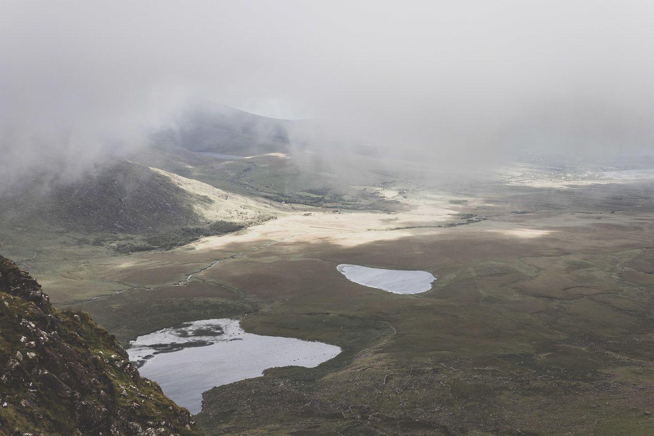 Vue depuis le Conor Pass dans le comté de Kerry