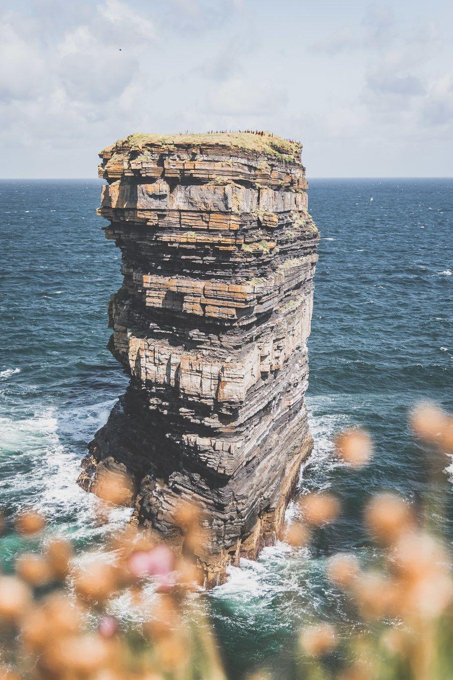 Les falaises vertigineuses du comté de Mayo