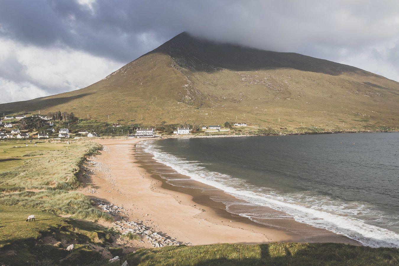 La plage de Dugort Beach en Irlande