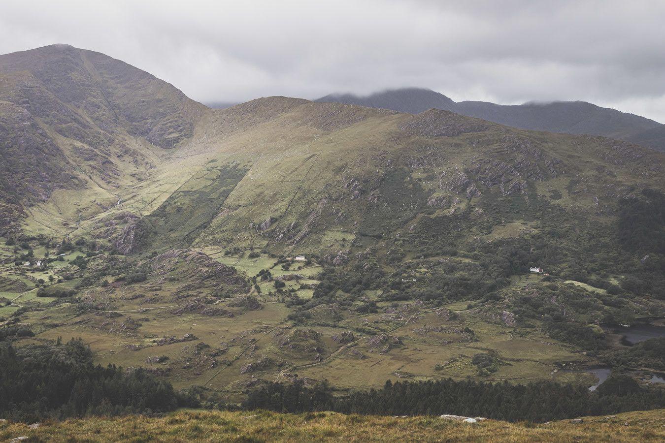 Vue sur les montagnes irlandes du comté de Kerry