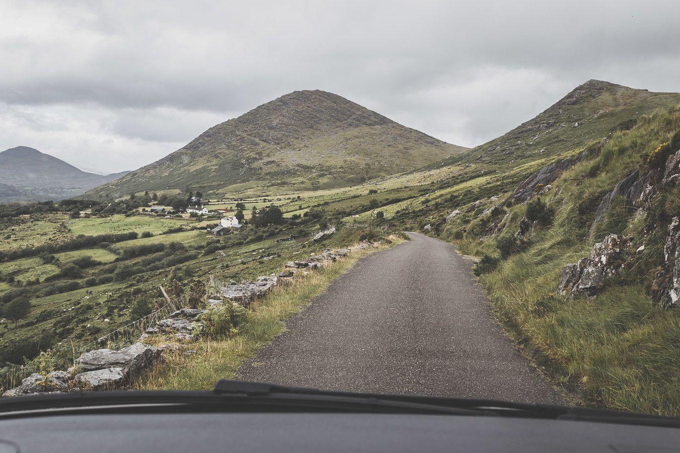les routes étroites d'Irlande