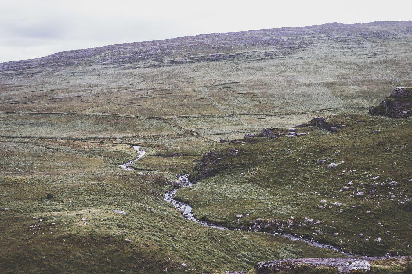 Les montagnes verdoyantes du comté de Kerry