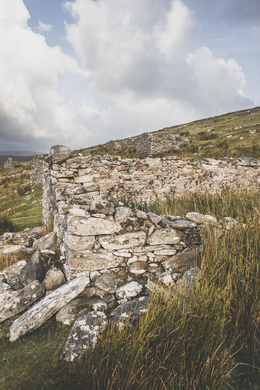 Le village abandonné de Slievemore sur l'île d'Achill