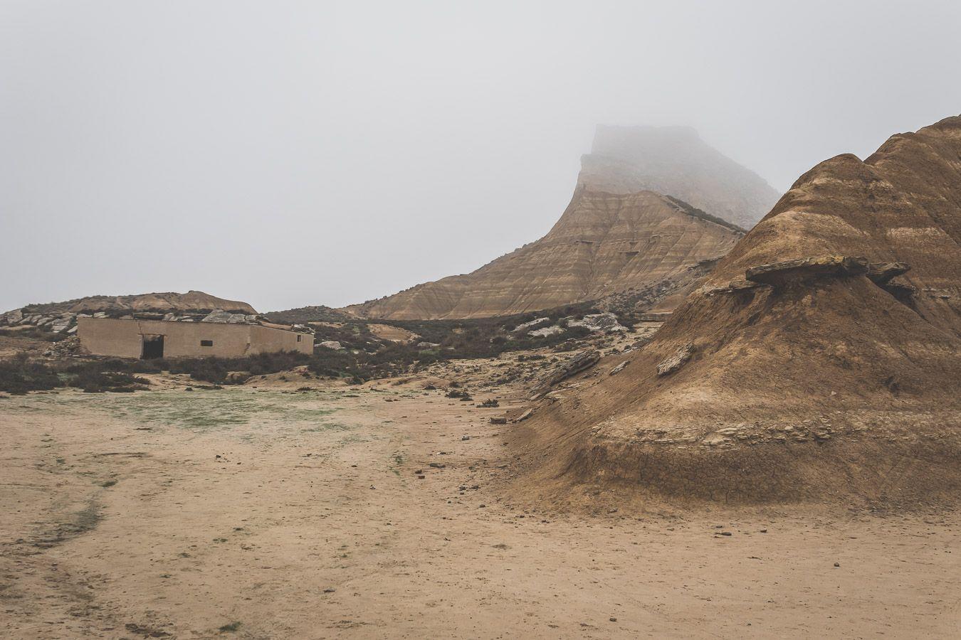 le brouillard sur le désert des Bardenas Reales