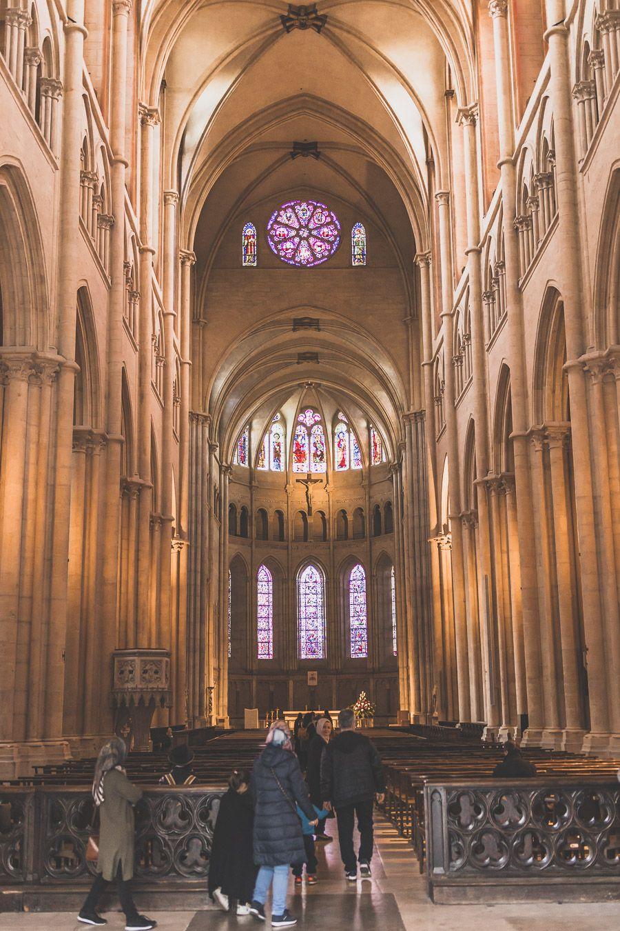 L'intérieur de la Cathédrale Saint-Jean