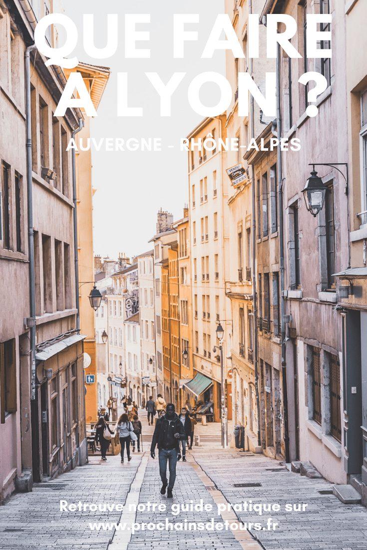 Vous avez envie d'un city trip en France ? Pourquoi ne pas visiter Lyon, en Auvergne – Rhône-Alpes ? Voici notre guide avec les incontournables pour 3 jours à Lyon. Lyon insolite / Lyon visite / Lyon France / Lyon photography / France travel / France tourisme / road trip France / Europe travel / Europe bucket list / Europe travel list / auvergne-rhône-alpes / Rhône-Alpes France / Visiter Rhône-Alpes / Villes européennes à visiter / Villes de France a visiter / Villes france