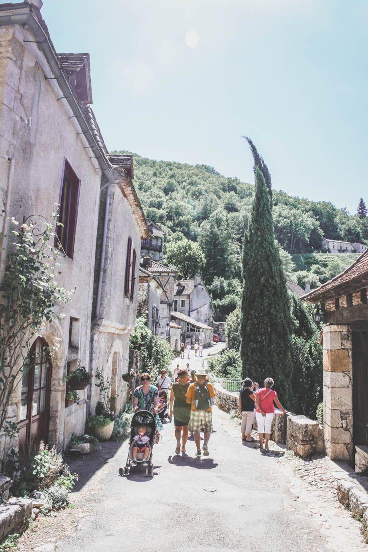 Villages du Lot - touristes à Saint-Cirq-Lapopie