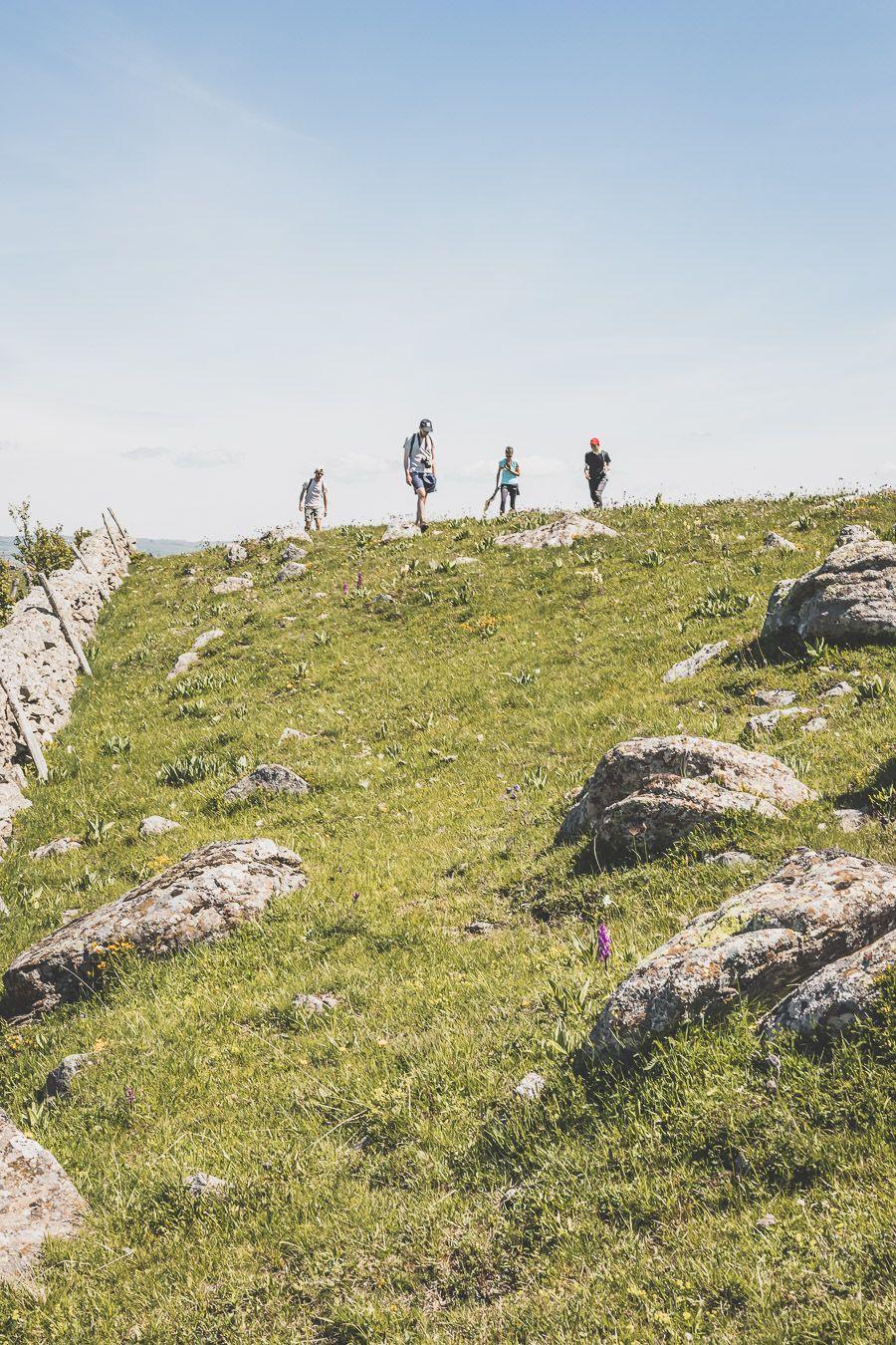 Randonnée sur l'Aubrac : la cascade du Déroc et le lac de Saint-Andéol en Lozère