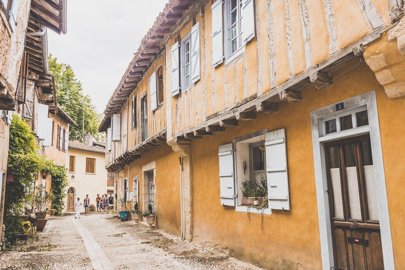 Ruelle de Sarrant dans le Gers