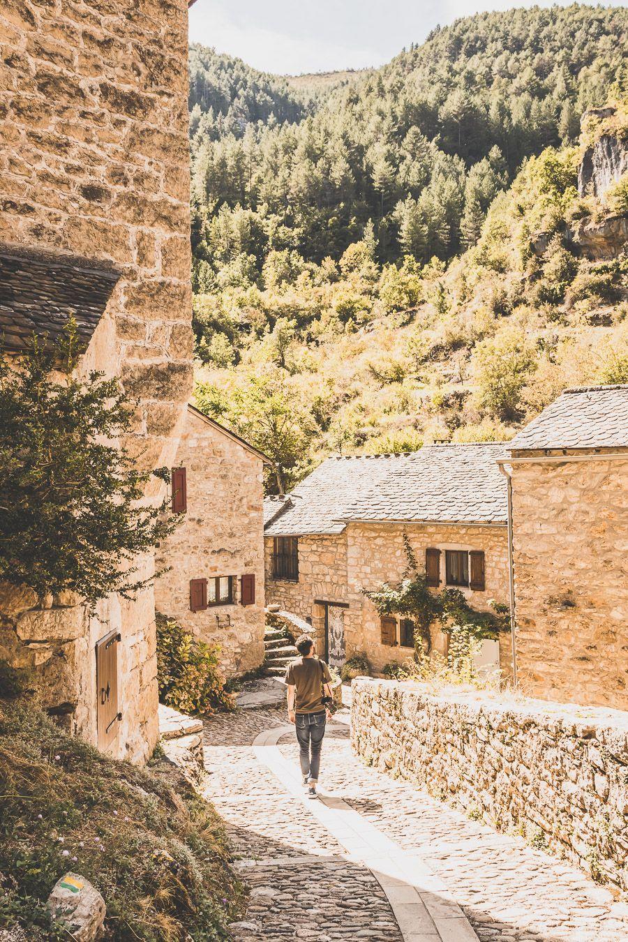 Visiter Castelbouc, village troglodyte