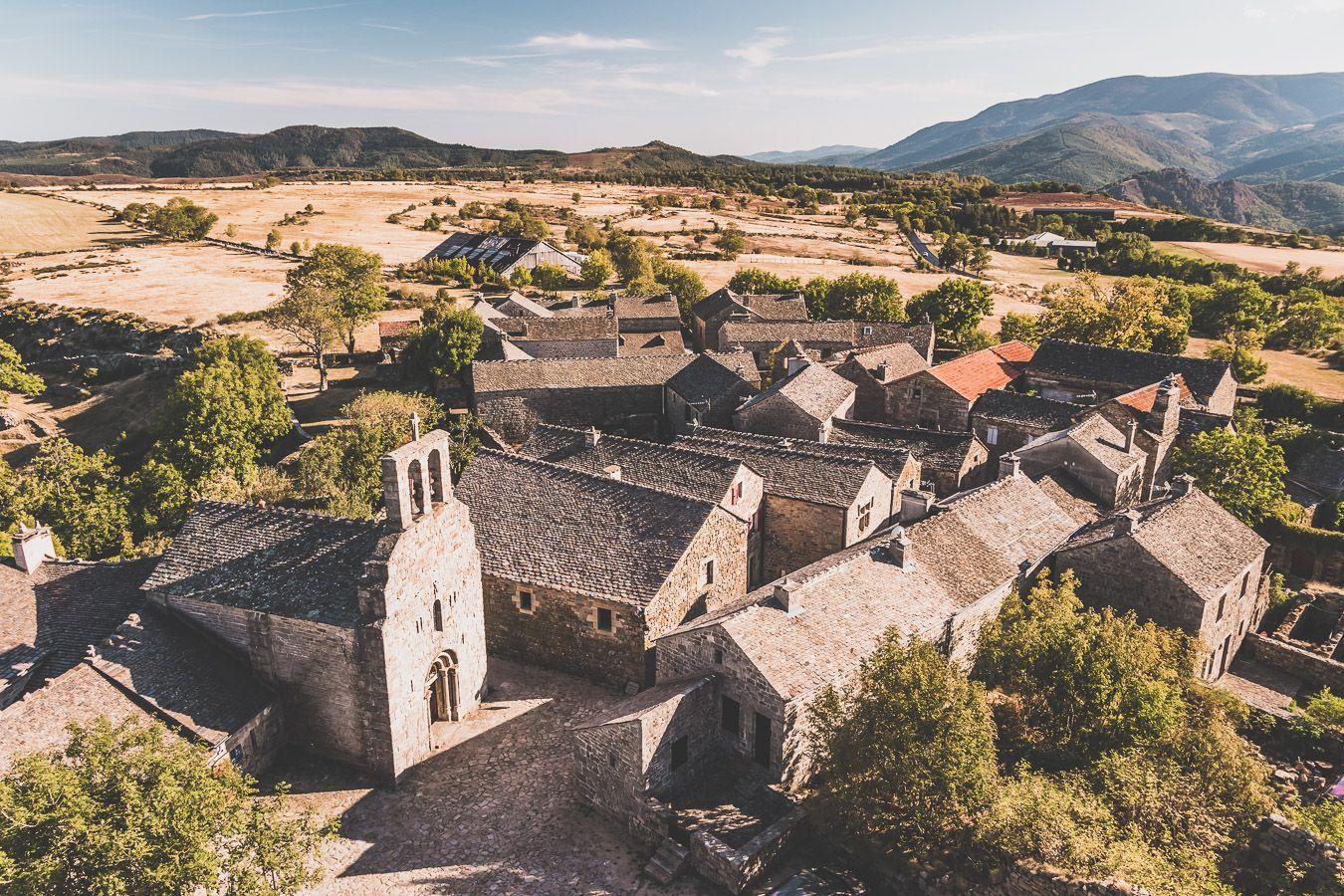 Vue sur La Garde-Guérin, Plus beau village de France