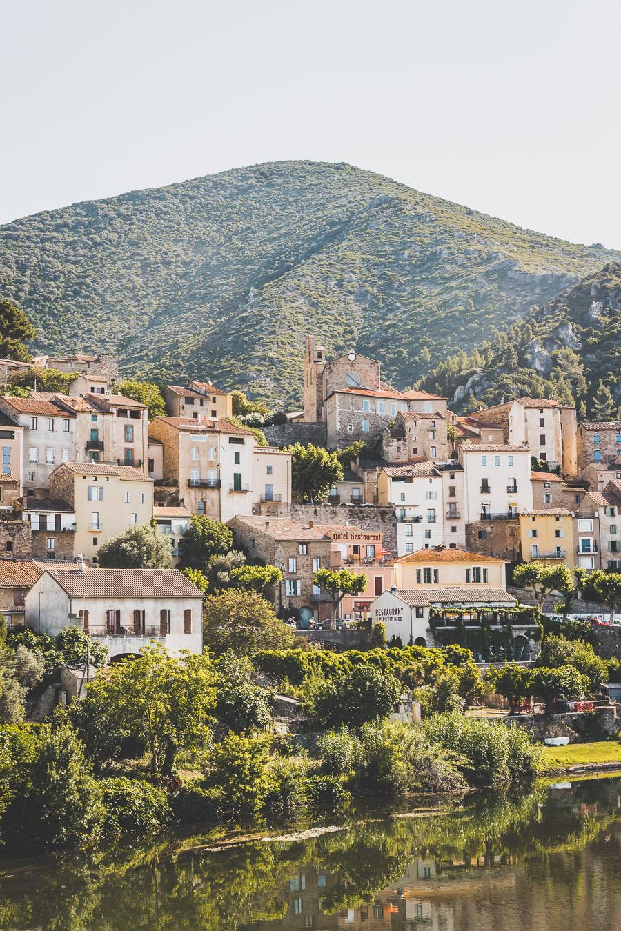 Roquebrun, Hérault, Parc Naturel Régional du Haut-Languedoc