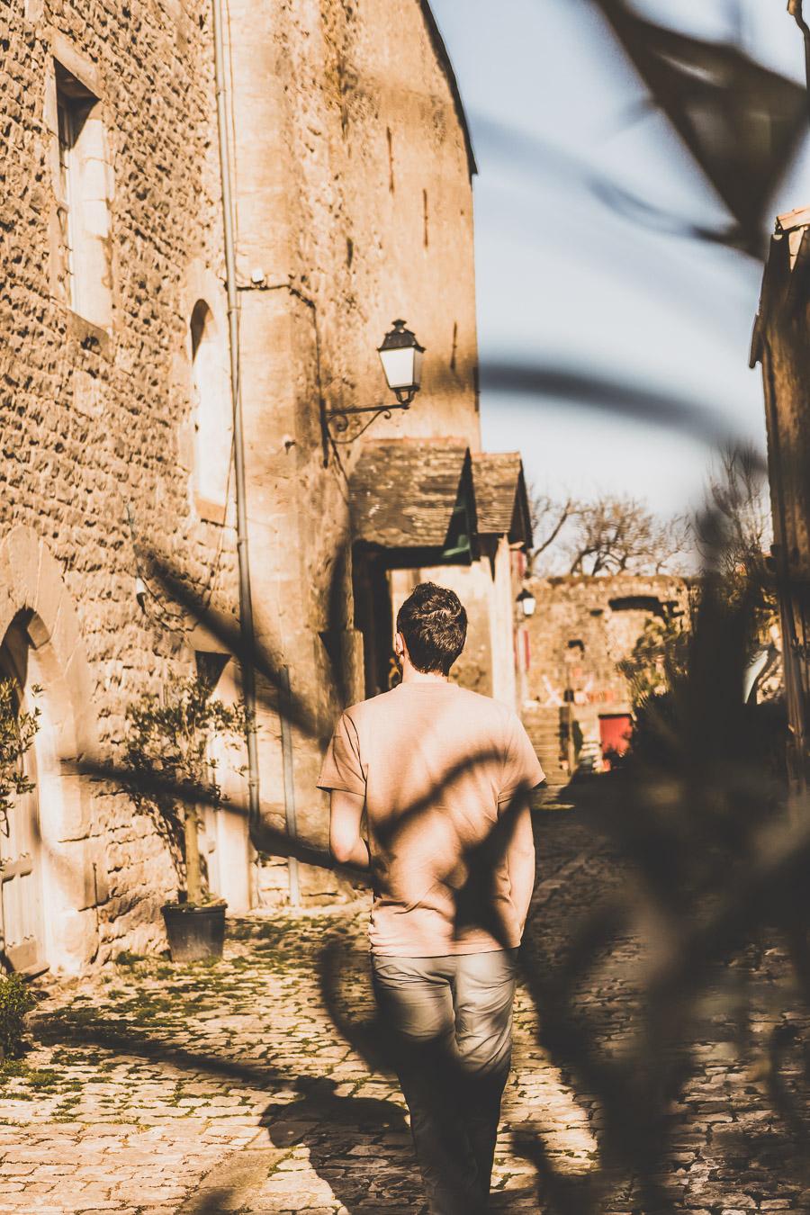 Vous vous demandez que voir en Aveyron ? Que faire en Aveyron ? Notre article est fait pour vous! Conques, Penne, La Couvertoirade, Rodez, Brousse-le-Château... sont évoqués en mots et photos #aveyron #occitanie #france #vacances / Road trip en Aveyron / Voyage en Aveyron / Découvrir l'Occitanie / Voyage en France / Vacances en France / Jolis villages / Travel in France / Voyage en Europe / Villages / Road trip en France / Village de charme / Aveyron tourisme / Aveyron France / Aveyron paysage